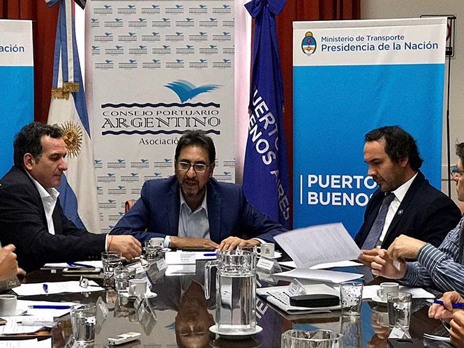 Ángel Elías presidente del ENAPRO y CPA (en el centro) Gonzalo Mórtola (a la derecha) Interventor de AGPSE - PBA actual Secretario de Relación Puerto Ciudad